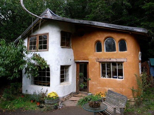 Дом из глины и соломы класса Люкс