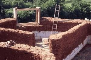 Строительство дома из глины и соломы
